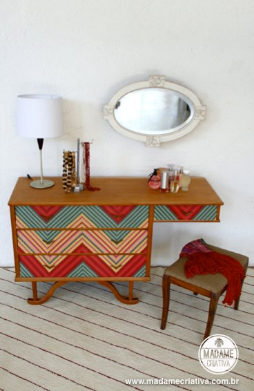 Como revestir penteadeira com estampa Chevron ou Missoni-  Passo a passo com fotos - How to coat a dresser with fabric Chevron or Missoni- DIY tutorial  - Madame Criativa - www.madamecriativa.com.br