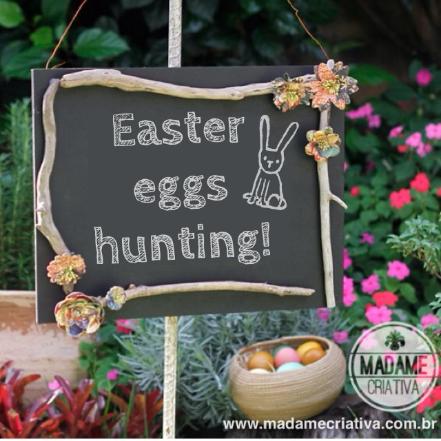 Hide easter eggs outside and use the chalkboard to show the kids where the easter eggs hunting starts - DIY easter eggs hunting chalkboard - #easter #eastereggs #eggsshell #happyeaster