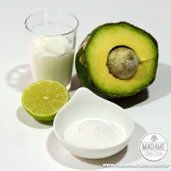 Delicious Brazilian avocado dessert! Just blend all the ingredients and you'll have this tasteful cream - Creme de Abacate ou abacatada - Receita saudável e fácil