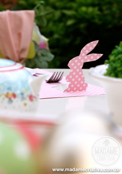 Bunny scrapbooking paper Placemat for easter! Cute and inexpensive - Love the idea! - Jogo americano feito com papel de scrapboking! Ideal para páscoa! - Coelho recortado - DIY #easter #paper #placemat #scrapbooking #easterbunny