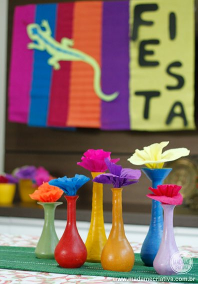 garaffas coloridas - Como fazer uma happy hour mexicana na empresa - decoration How to make a mexican thematic Happy hour party at the company - DIY tutorial  - Madame Criativa - www.madamecriativa.com.br